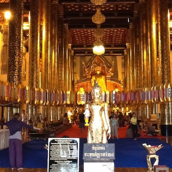 Photo taken at Wat Chedi Luang Varavihara by Евгений Ж. on 1/3/2013