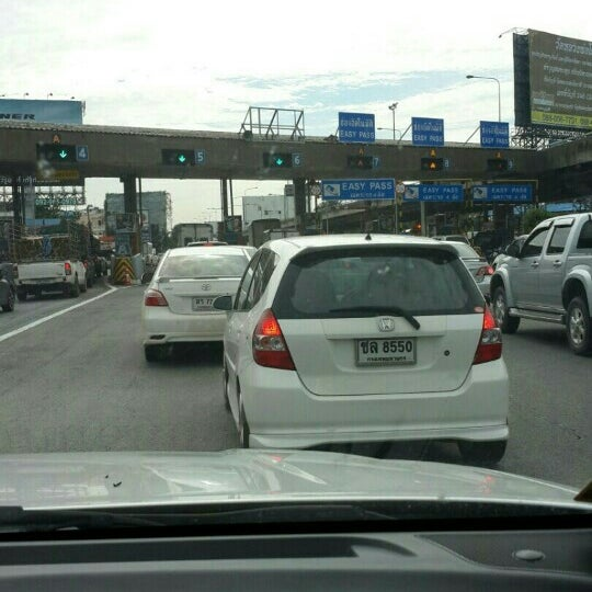 Photo taken at Dao Khanong Toll Plaza by Aunny C. on 10/8/2015