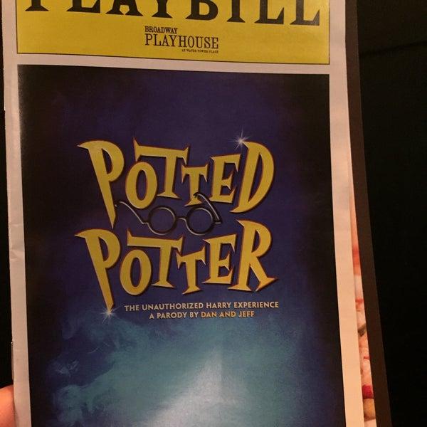 Снимок сделан в Broadway Playhouse пользователем Mikeal L. 12/28/2015