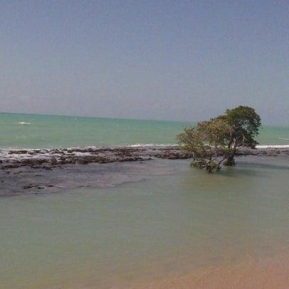 Foto tirada no(a) Praia Mirante da Sereia por Marcos T. em 2/2/2013