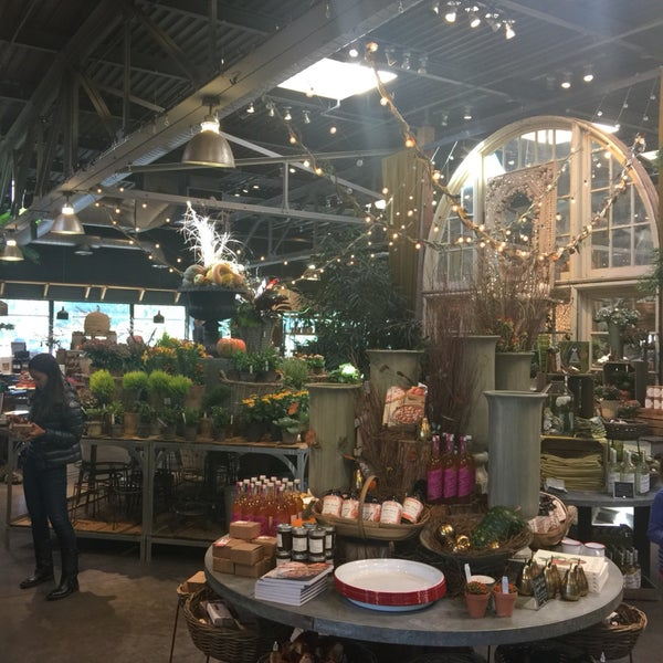 Literally everything in this store is amazing. Awesome plants, ornaments and an amazing café!