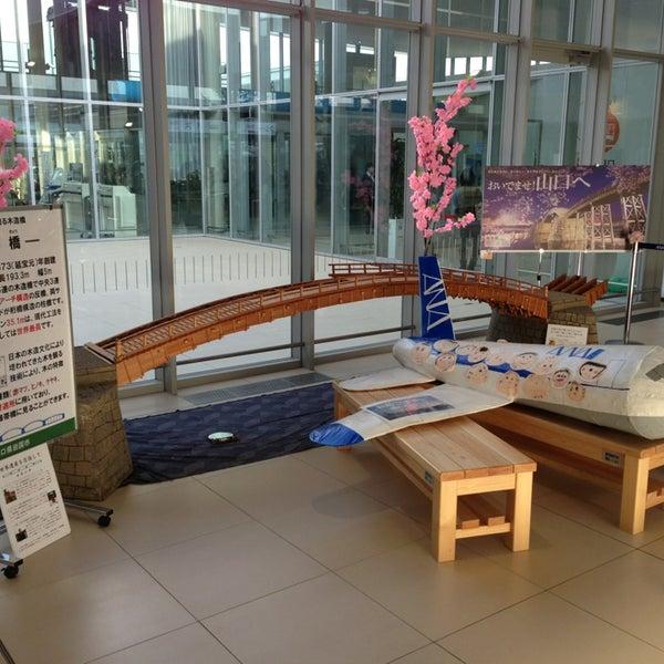 4/4/2013にMasayuki T.が岩国錦帯橋空港 / 岩国飛行場 (IWK)で撮った写真