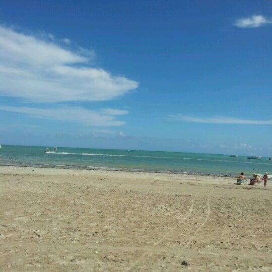 Foto tirada no(a) Praia de Paripueira por Elma C. em 12/31/2012