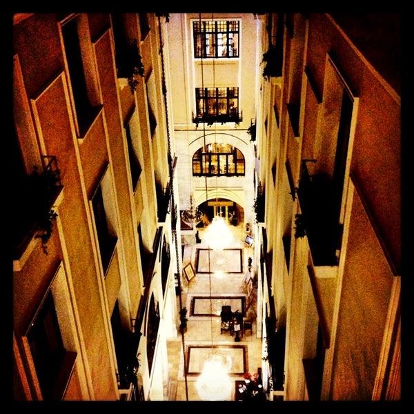 2/23/2013 tarihinde Emrah Yıldırımziyaretçi tarafından Legacy Ottoman Hotel'de çekilen fotoğraf