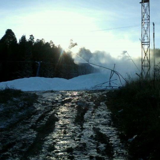 รูปภาพถ่ายที่ ГЛК Гора Пильная โดย Vitaliy เมื่อ 10/31/2012