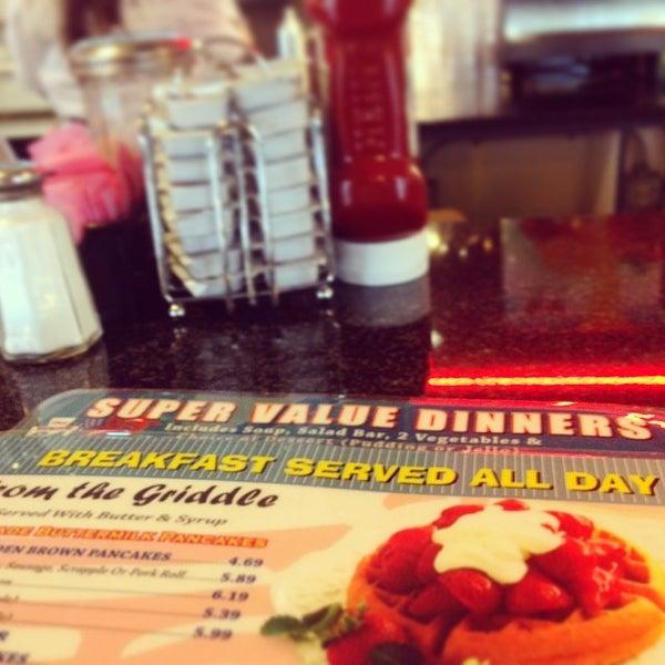 Foto tirada no(a) Route 61 Diner por Stephanie Zinn S. em 3/30/2014