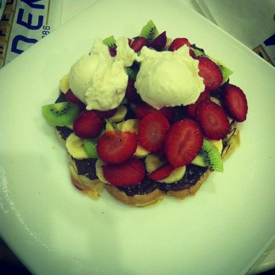 11/29/2012 tarihinde Nilsu Y.ziyaretçi tarafından Waffle Edem'de çekilen fotoğraf
