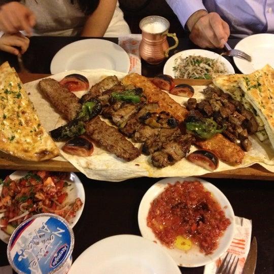 11/18/2012 tarihinde Merveziyaretçi tarafından Adanalı Yusuf Usta'de çekilen fotoğraf