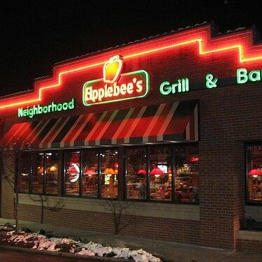 Photo taken at Applebee's Neighborhood Grill & Bar by Kennen P. on 7/4/2013