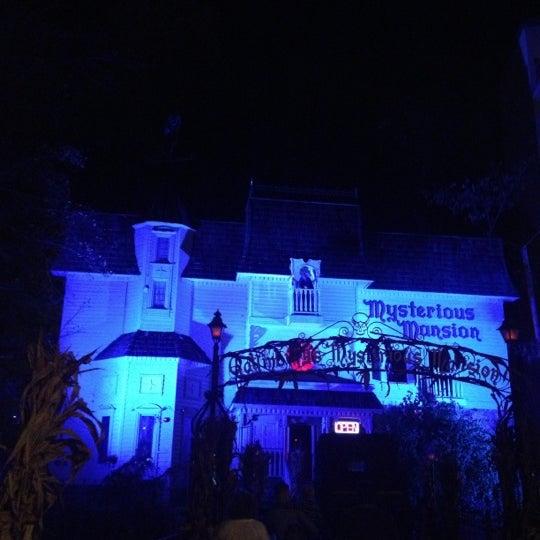 Foto diambil di Mysterious Mansion oleh Curt O. pada 11/4/2012