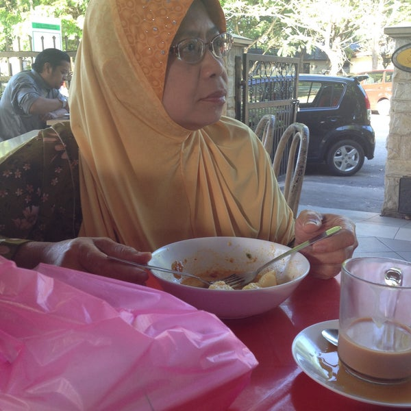 Photo taken at Nasi Lemak Cinta Sayang by Datok A. on 3/11/2015