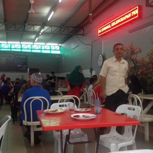 Photo taken at Nasi Lemak Cinta Sayang by Datok A. on 11/20/2016
