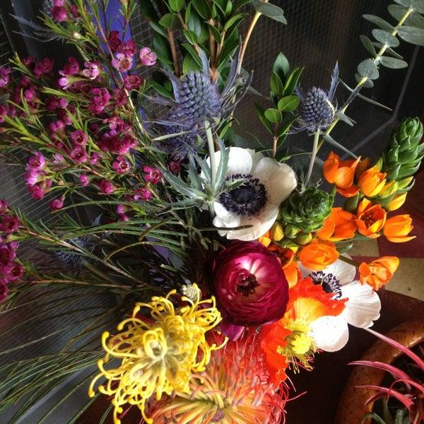 Das Foto wurde bei Sycamore Flower Shop + Bar von Sarah am 3/16/2014 aufgenommen