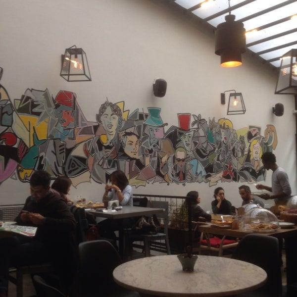 Kahvaltı için geldik servisten ve lezzetten memnun kaldık. Karaköy'ün iyi mekanlarına bir yenisi eklenmiş.