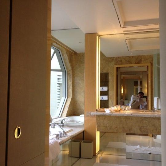 Photo taken at The Ritz-Carlton Millenia Singapore by Jer S. on 11/12/2012