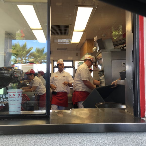 Photo taken at In-N-Out Burger by Mark S. on 8/21/2016