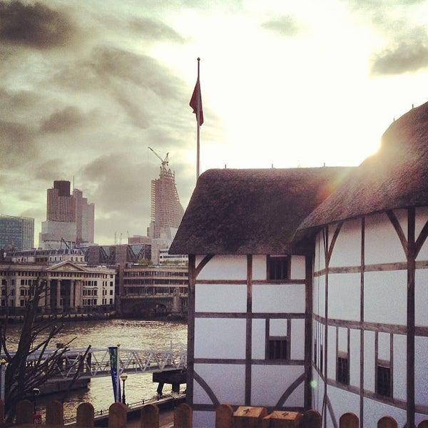 Photo taken at Shakespeare's Globe Theatre by Ana Flavia M. on 5/14/2013