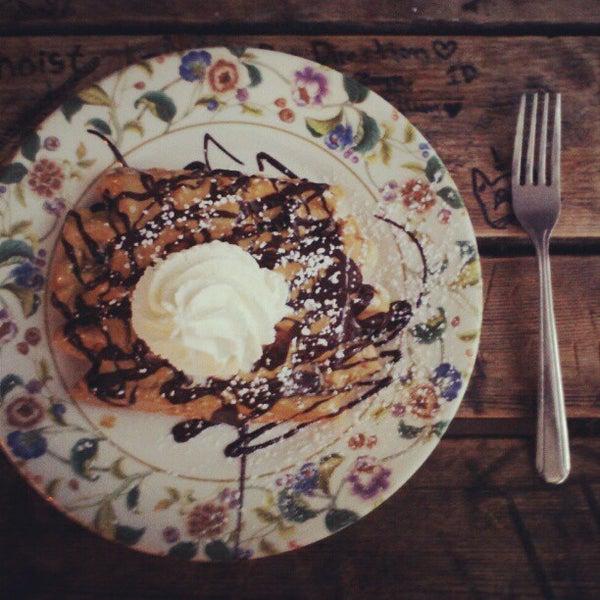 Foto tirada no(a) The Waffle Window por Courtney H. em 10/14/2012