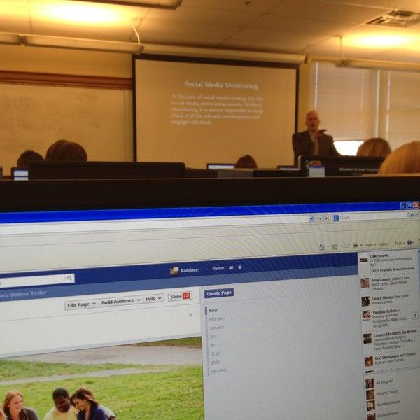 2/28/2013 tarihinde Kandaceziyaretçi tarafından Classroom Building'de çekilen fotoğraf