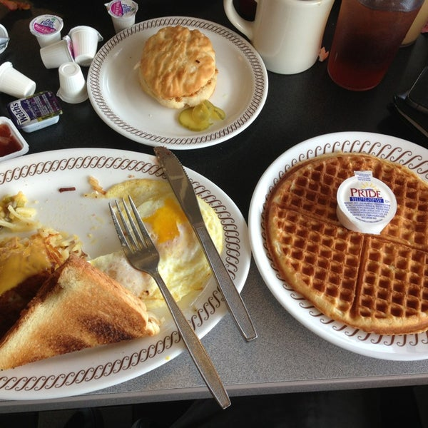 Photo taken at Waffle House by Ryan L. on 7/14/2013