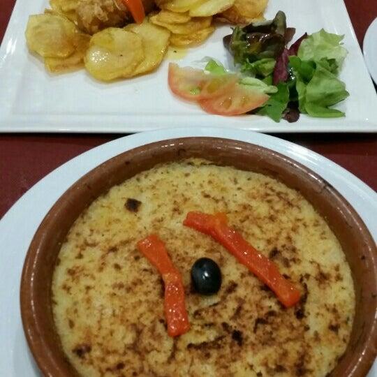 Foto tirada no(a) Oporto restaurante por Juliette A. em 5/21/2016