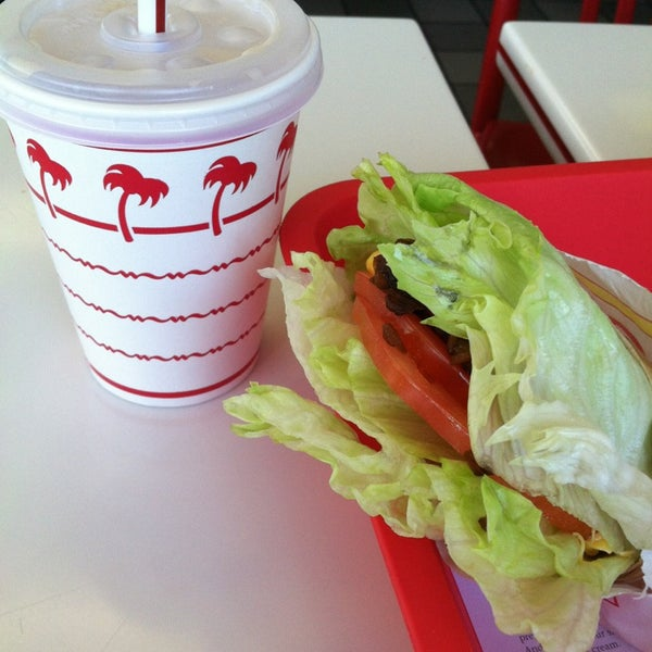 Foto tomada en In-N-Out Burger  por Judith el 3/23/2013