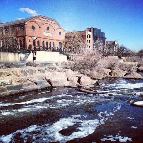Foto tirada no(a) REI por Jeff V. em 2/18/2013
