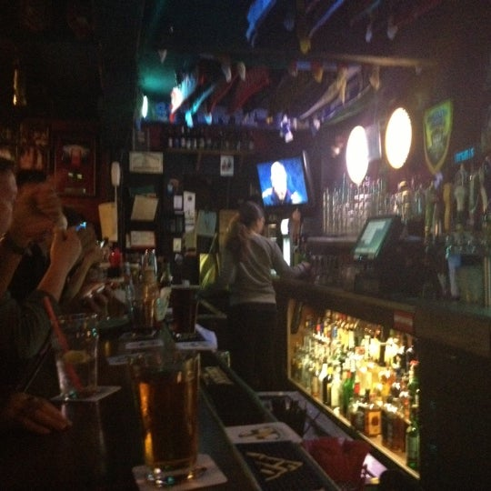 Photo taken at Ye Olde King's Head by Duncan on 11/26/2012