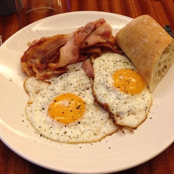 Das Foto wurde bei Deli Café Maya von Visa K. am 2/12/2014 aufgenommen