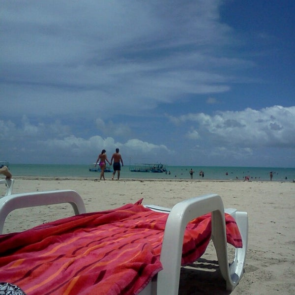 Foto tirada no(a) Praia de Paripueira por Nathália O. em 2/16/2013