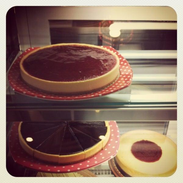 2/23/2013 tarihinde Seda T.ziyaretçi tarafından Maria's Cheesecakes'de çekilen fotoğraf