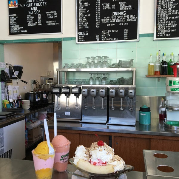 Photo taken at Gunther's Quality Ice Cream by Rainbeau on 8/2/2016