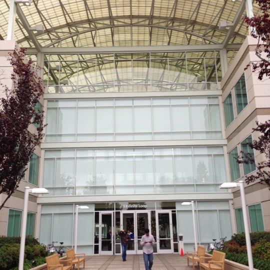 Photo taken at Apple Inc. by Julien P on 12/5/2012