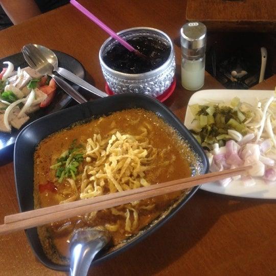 Photo taken at Jieng Hai II by Nitcha on 10/7/2012