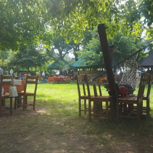 6/26/2017 tarihinde Zeynep Tuğba A.ziyaretçi tarafından Yeşil Çiftlik Restaurant'de çekilen fotoğraf