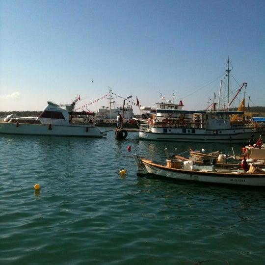 10/26/2012 tarihinde Anjeliqueziyaretçi tarafından Cunda Deniz Restaurant'de çekilen fotoğraf
