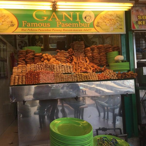 Photo taken at Gani Famous Pasembur by Azizi B. on 8/4/2016