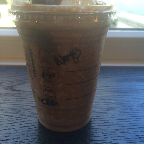 Снимок сделан в Starbucks пользователем Nergis 7/3/2016