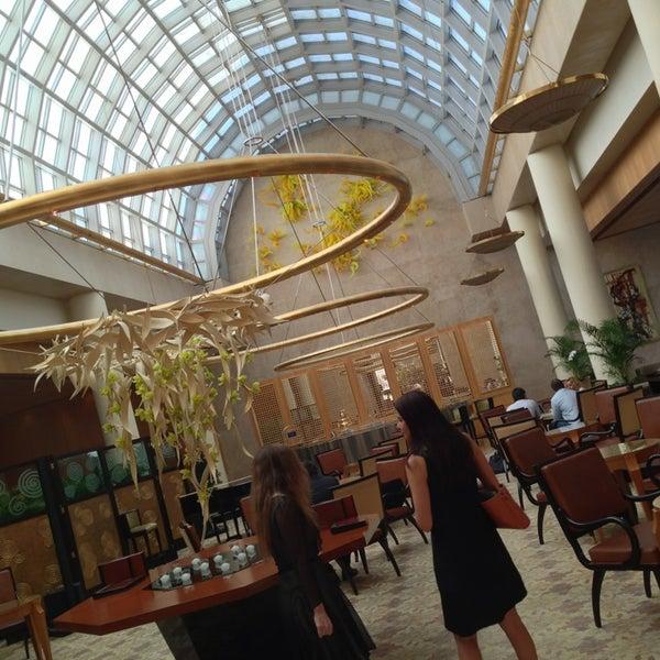 Photo taken at The Ritz-Carlton Millenia Singapore by haru78 on 6/19/2013