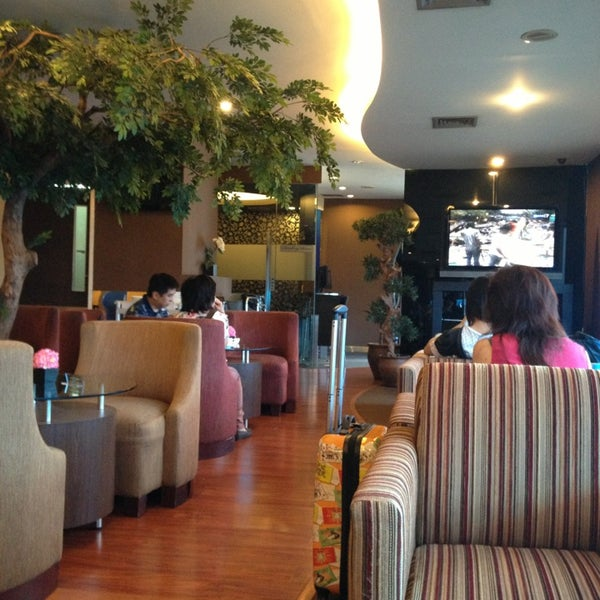 Photo taken at Citibank Lounge by Hendra L. on 2/25/2013