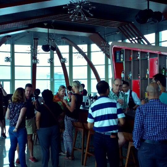 Foto diambil di ON20 Bar & Dining Sky Lounge oleh Chakra Indra N. pada 2/8/2015