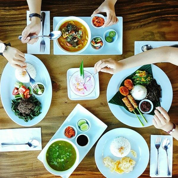 Foto diambil di ON20 Bar & Dining Sky Lounge oleh Chakra Indra N. pada 8/15/2016