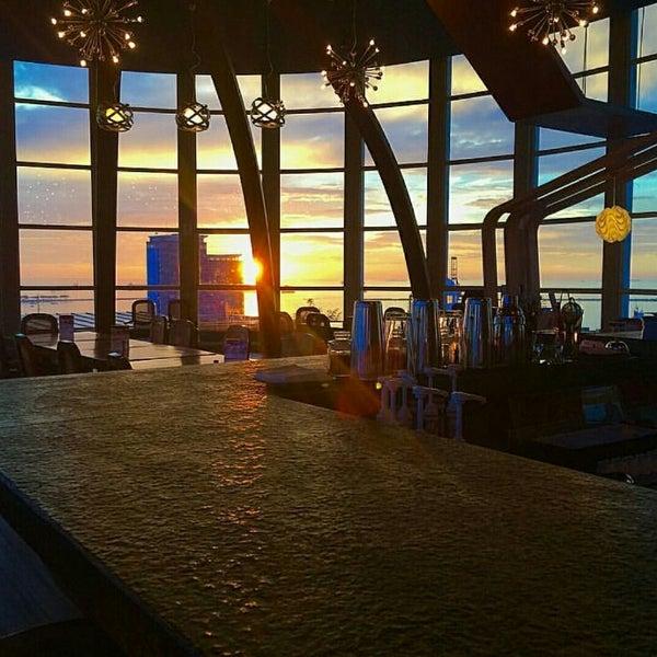 Foto diambil di ON20 Bar & Dining Sky Lounge oleh Chakra Indra N. pada 7/24/2016