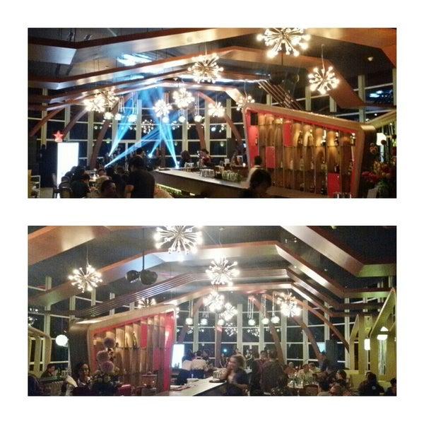 Foto diambil di ON20 Bar & Dining Sky Lounge oleh Chakra Indra N. pada 1/16/2015