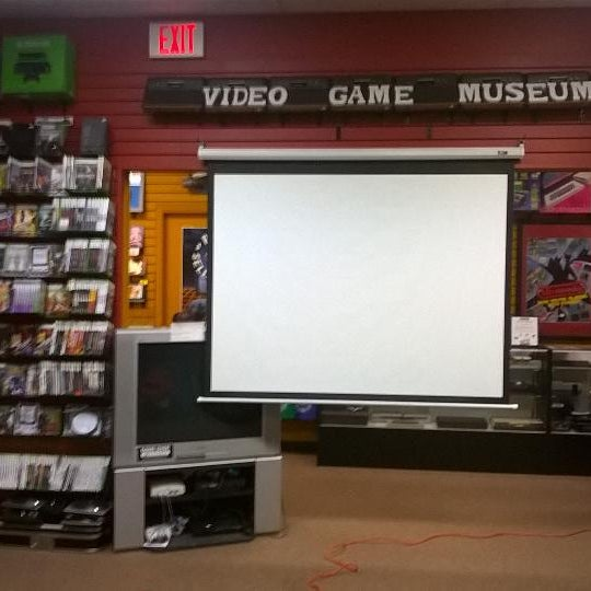 Photo taken at Game Over Videogames by Daniel S. on 11/15/2014