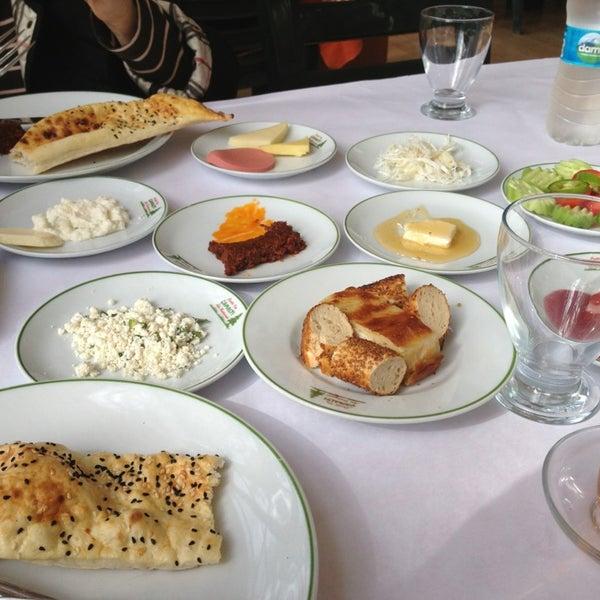 2/26/2013 tarihinde Cenk T.ziyaretçi tarafından Çamaltı Restaurant'de çekilen fotoğraf