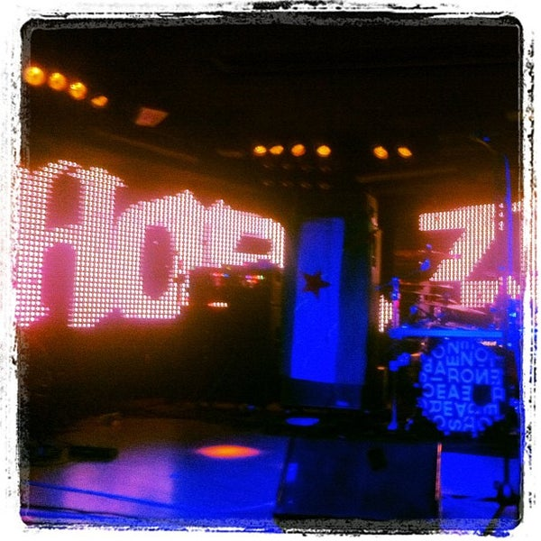 La sala live concert hall in vista alegre for Calipso singles