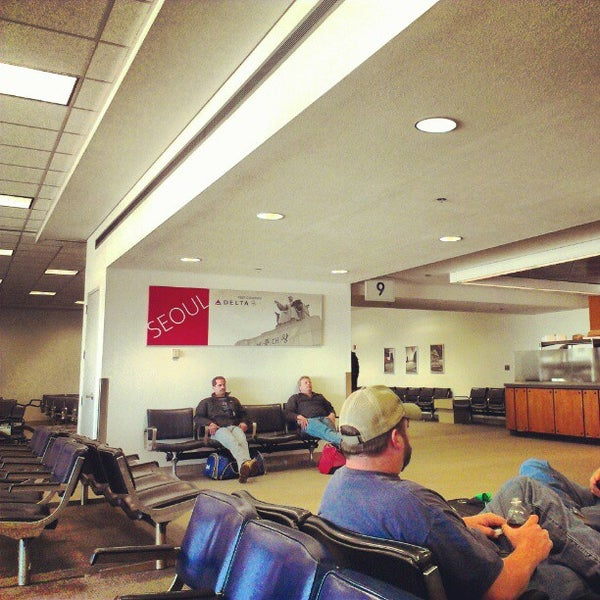Photo taken at Shreveport Regional Airport (SHV) by Leon Q. A. on 3/3/2013