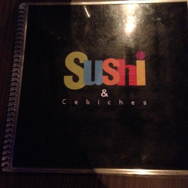 Foto tomada en Sushi & Cebiches por Yamileth el 12/1/2013