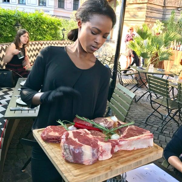 Das Foto wurde bei HEART Restaurant & Bar von Collin C. am 5/16/2017 aufgenommen